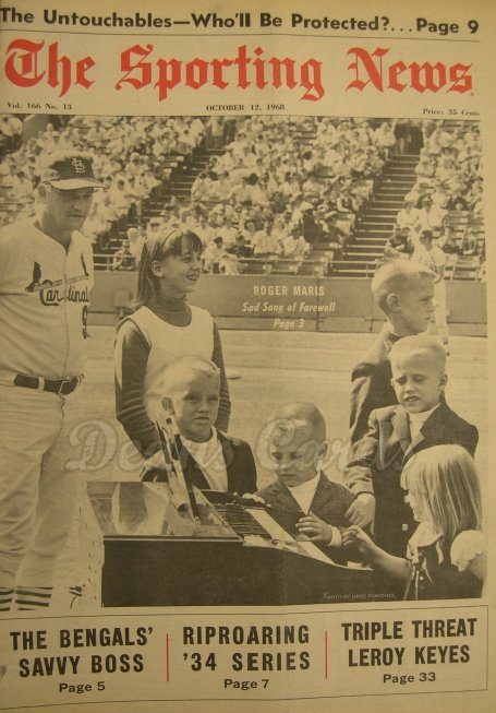 1968 The Sporting News   October 12  - Roger Maris & Family / Maris retires