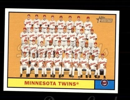 2010 Topps Heritage #354   Twins Team