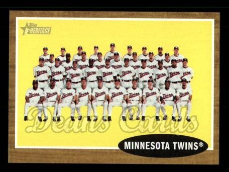2011 Topps Heritage #98   Twins Team